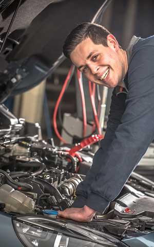 Stefan leerling monteur bij garage van vliet in schagen
